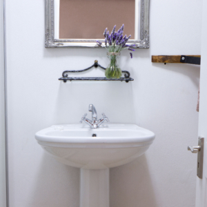 Black Oystercatcher Cottages bathroom